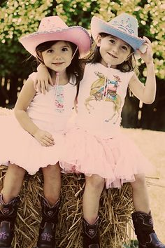 Super cute cowgirl outfits on these two cowgirls!