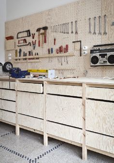 Impressive Build Your Own Garage Workbench Ideas. Irresistible Build Your Own Garage Workbench Ideas. Basement Workshop, Workshop Studio, Workshop Design, Workshop Storage, Workshop Organization, Home Workshop, Tool Storage, Garage Storage, Workshop Ideas