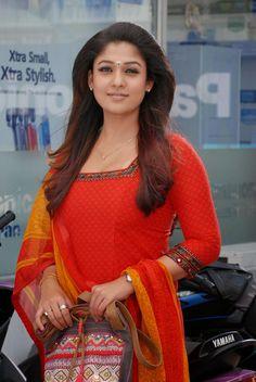 nice Malayalam Actress Nayantara New Pictures