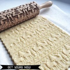 35 x 5 cm Wooden Rolling Pin Christmas Rolling Pin Embossing Rolling Pin Engraved Carved Embossed Rolling Pin with Snowflake Pattern Kitchen Tool for Baking Embossed Cookies Dough Pastry Pie