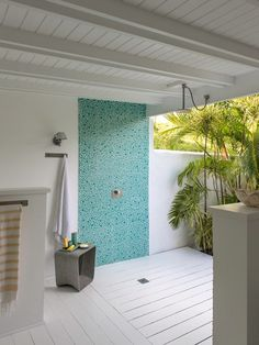 Small, secluded and oh-so-chic, Villa La Banane offers a palm-shaded hideaway from the jet-setting St Barths high life. Outdoor Bathrooms, Outdoor Showers, Resort Interior, Beach House Bathroom, Bungalow, Cottage Exterior, Beach Shack, Doors Galore, Pool Designs