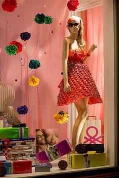 Escaparates navidad Master Opticos Boutique Interior Design, Boutique Decor, Boutique Ideas, Market Stalls, Shop Windows, Shop Till You Drop, Shop Fronts, Window Ideas, Jewellery Display