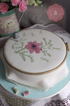 This is a Cake! ~ Embroidery ring cake with tiny royal icing stitches. This would be a great cake for my mom who does a lot of embroidery. Pretty Cakes, Beautiful Cakes, Amazing Cakes, Cake Boss, Fondant Cakes, Cupcake Cakes, Stitch Cake, Ring Cake, Cakes For Women