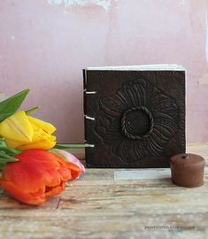 Riikka Kovasin - Paperiliitin: Look of leather notebook - Craft Stamper Prima Marketing, Leather Notebook, Thick Leather, Making Out, Polymer Clay, Projects, Crafts, Fimo, Log Projects