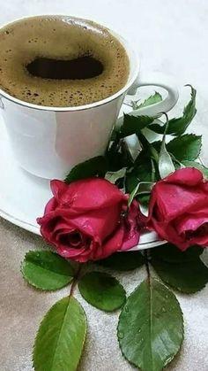 Coffee and flowers Coffee Latte Art, I Love Coffee, Coffee Cafe, Hot Coffee, Coffee Drinks, Sunday Coffee, Good Morning Coffee, Coffee Break, Java Tea