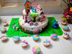 Topes de pastel.. Dra juguete.. todos en azúcar