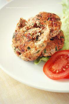 Moje Dietetyczne Fanaberie: Kotleciki drobiowe z suszonymi pomidorami Salmon Burgers, Chicken, Cooking, Ethnic Recipes, Fitness, Food, Diet, Kitchen, Essen