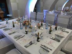 Tischdekoration einer Hochzeit im Hotel Schloss Obermayerhofen #obermayerhofen #schlosshotel Das Hotel, Table Settings, Dekoration, Place Settings, Tablescapes