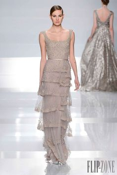 Photo galleries fashion week : Tony Ward Spring-Summer Haute Couture ( - The World's Fashion Business News Style Haute Couture, Couture Fashion, Runway Fashion, Tony Ward, Beautiful Gowns, Beautiful Outfits, Fashion Week, High Fashion, Net Fashion