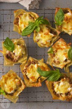 Lekka Lasagne Cups (Adapt to Slimming World Recipe) Cheesy Recipes, Pasta Recipes, Beef Recipes, Dinner Recipes, Cooking Recipes, Lasagna Cups, Game Night Food, Potato Pasta, Pitta