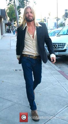 **new pic** Taylor walking in west Hollywood. Oct 27, 2014