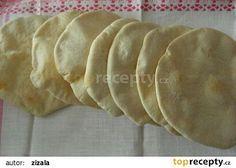 Pita chleby 500 g hladké mouky g můžete nahradit celozrnnou) 300 ml vody Bread Recipes, Cooking Recipes, Healthy Recipes, Czech Recipes, Ethnic Recipes, Pita, Flatbread Pizza, Ciabatta, Bread Baking