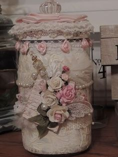 Absolutely gorgeous ♥ love this shabby chic jar