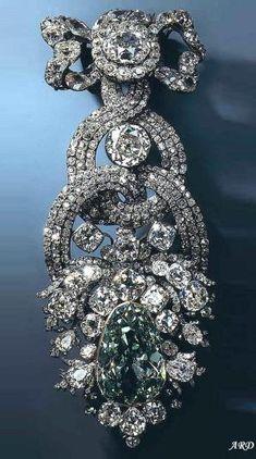 Dresden Green Diamond in hat ornament setting