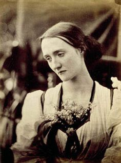 Julia Margaret Cameron's photo of her niece, Mary Fisher. Mary was the older sister of Julia Stephen, the mother of Virginia Woolf. 1800s Photography, History Of Photography, Portrait Photography, Street Photography, Fashion Photography, Julia Margaret Cameron Photography, Julia Cameron, Virginia Woolf, Vintage Photographs