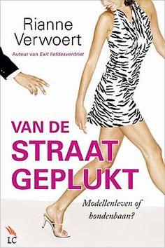 """Boek """"Van de straat geplukt"""" van Rianne Verwoert   ISBN: 9789059777620, verschenen: 2012, aantal paginas: 224 #RianneVerwoert #roman #boek #VanDeStraatGeplukt - Tijdens het passen van een jurkje wordt Julie aangesproken door een modelscout. Ze gelooft er in eerste instantie niets van..."""