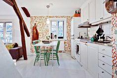 Beautifully decorated Scandinavian loft with cheerful colors Scandinavian Loft, Danish Interior, Scandinavia Design, Colorful Interiors, Kitchen Dining, Dining Rooms, House Design, Interior Design, Bed