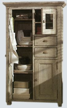 Exceptionnel French Country Cupboard