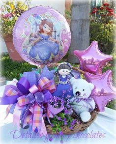 """Canasta Princesa Sofia """"Detalles globos y chocolates"""" Balloon Table Centerpieces, Birthday Centerpieces, Balloon Decorations, Bouquet Box, Candy Bouquet, Balloon Bouquet, Best Gift Baskets, Baby Baskets, Baby Shower Balloons"""