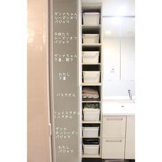 """洗面所からランドリーコーナー・浴室まで、スッキリ機能的に使うための""""収納アイデア""""を、7軒のお宅で覗き見!限られたスペースでお洒落に整理している収納術を参考に、使い勝手の良い空間作りを叶えましょう♡ Bathroom Organization, Bathroom Storage, Locker Storage, Laundry In Bathroom, Washroom, Small Room Design, Housekeeping, Sweet Home, House Design"""