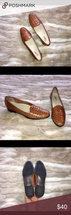 ❗️COLUMBUS DAY SALE❗️Trotters Liz Shoe This classic style of shoe is the perfect pair for any occasion--you can dress them up or down! They are in LIKE NEW condition, and show no signs of wear. Get your hands on this must-have shoe at a steal of a price! Trotters Shoes Flats & Loafers