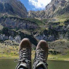 Les comparto la foto de los pies viajeros de Juan Carlos Iritia en los Pirineos en Huesca España. Muchas gracias por compartirnos tus pasos viajeros por tan bonito lugar. #piesviajeros #WorldTravelingFeet #worldtravelfeet #pasosviajeros #huesca #españa #spain #pirineos by worldtravelingfeet