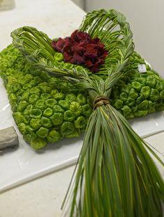 Flower arrangement 'Pillow' | atelier5 Landart Allschwil