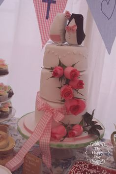 ¡Preciosa tarta de boda! · The Happy Day #pastel #fondant #bodas #cake #weddings #spain