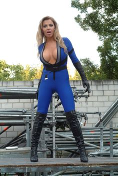 Sexy Cosplay Girl: Sue Storm (Fantastic Four) - Sexy Cosplay Storm Cosplay, Invisible Woman, Marvel Cosplay, Sexy Boots, Best Cosplay, Female Cosplay, Catsuit, Cosplay Girls, Cosplay Costumes