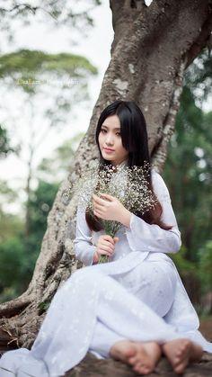 Asian Woman, Asian Girl, Vietnam Girl, Summer Hats, Ao Dai, Spring Summer Fashion, Cute Girls, Flower Girl Dresses, Beautiful Women