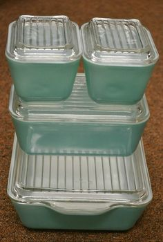 Vintage Pyrex Aqua Refrigerator Glass Containers Complete Set with Lids - Gimme gimme! Vintage Kitchenware, Vintage Dishes, Vintage Glassware, Vintage Pyrex, Vintage Bowls, Vintage Tins, Vintage Ceramic, Glass Containers With Lids, Aqua