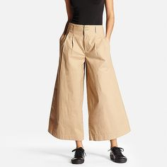 These wide leg women's pants are a hot, trendy item. Try tucking in your shirt for a leg-lengthening, stylish look. Great for mixing and matching with outfits from dressy to casual. Uniqlo, Wide Leg Pants, What To Wear, Pants For Women, Fashion Outfits, Legs, Stylish, Casual, Cotton