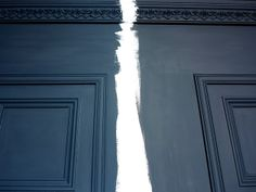 Farrow and Ball: Left: Railings has a little blue. Use on exterior on red or orange bricks in high gloss sheen; egg sheen finish for interiors - Right: Off Black matt finish, wainscot finish. rich and deep, neutral black . Farrow And Ball Living Room, Farrow And Ball Kitchen, Farrow And Ball Paint, Farrow Ball, Exterior House Colors, Exterior Paint, Room Colors, Paint Colors, Front Door Colors