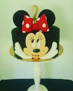 Minnie Mouse Custom Design Birthday Cake 100% edible hand-made hand-painted hand-crafted #minniemousecake #minniemousebirthdaycake #minniemouse #Disney #Disneyminniemouse #girlbirthdaycake #customdesigncake #handmade #handpainted #handcrafted #pastrychef #cakedesigner #instacake #sugarart #sweets #cateringdessert #eventplanner #pinterest #delicious #videooftheday #cakepopsthesweetboutique #evedeso #eventdesignsource - posted by https://www.instagram.com/cakepopsthesweetboutique. See more…