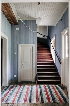 striped carpet in the hallway and staircase. a play on lines.