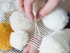 Pom Poms are a great versatile material to work with, and with the winter nights coming every closer, what could make your room more cosy than a fluffy pom pom rug? Check out this tutorial to find out how. Diy Pom Pom Rug, Pom Pom Crafts, Yarn Crafts, Diy And Crafts, Crafts For Kids, How To Make A Pom Pom, Diy Carpet, Cheap Carpet, Diy Tutorial
