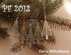 Jednoduché stromečky ze čtyř párů, které mohou mimo jiné posloužit i jako ozdoby na vánoční stromek.