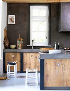 Rustic kitchen cupboards with alvenaria walls