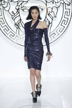 Versace Fall 2013 Ready-to-Wear Runway - Versace Ready-to-Wear Collection - ELLE