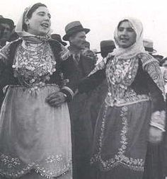 Women in costumes from Megara. Photographs from a feast recorded by Nelly's between 1933 to Nelly's is the artistic nom de plume of Elli Seraidari, from Aidini in Asia Minor. Greek Costumes, Dance Costumes, Folk Dance, Dance Music, Greek Traditional Dress, Greek Dress, Benaki Museum, Greece Photography, Greek History