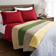 Quilt set features a reversible solid color with a classic wedding ring quilt design.  Stiiched pinsonically for long lasting durability.  Vibrant colors offer a beautiful touch to any bedroom.