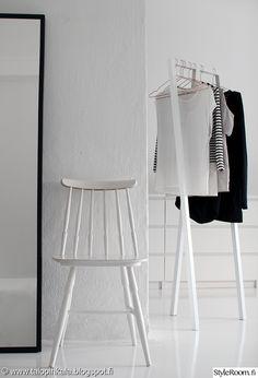 makuuhuone,rappaus,valkoinen,puutuoli,vaatesäilytys