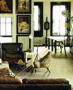 Tapizados #animalprint de #leopardo en un ambiente que combina modernidad y formas clásicas, colores neutros contrastados, exhibiendo además objetos de arte. Estupendo espacio para habitar.