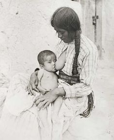 Breast Art Feeding - Prints à vendre Breastfeeding Pictures, Breastfeeding Photos, Breastfeeding And Pumping, Native American Pictures, Native American Tribes, Mother And Child, Mother Art, Madonna, Nursing Mother