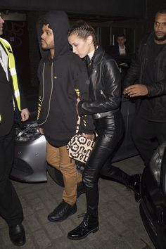 2016 - The Weeknd with then girlfriend Bella Hadid out in London Bella Hadid Outfits, Bella Hadid Style, Abel And Bella, Fashion 2020, Girl Fashion, The Love Club, Ben Barnes, Bae Goals, The Weeknd