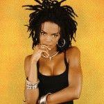 Lauryn Hill a grandi dans un foyer où la musique était un pain quotidien. Elle a découvert, très tôt, les 45 tours qui appartenaient à ses parents des grands: Nat King Cole, Miles Davis, Curtis Mayfield, The Temptations, The Four Tops, Stevie Wonder, Nina Simone, Marvin Gaye, The Jackson Five, The Last Poets, Aretha Franklin… [...]