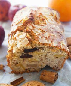 buccia di limone: un saluto definitivo all'inverno? cake alle mele, prugne, mandorle, polvere d'arancia, cannella