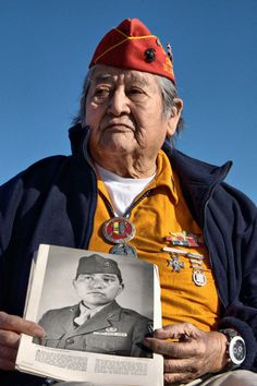 Manuel Caycedo Native Americans  A U. Marine Navajo Code Talker, 67 years after fighting in the Pacific Theater of WW II Native American History, Native American Indians, American Code, Code Talker, Military Veterans, Military History, Military Memes, Before Us, First Nations