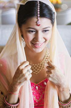 How perfect does she look. Asian Bridal, Desi Wedding, Fantasy Inspiration, Indian Weddings, Weeding, Wedding Styles, Marriage, Sari, Bride