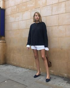 Le Fashion - preppy look, button down shirt, crewneck sweater, shorts, ballet flats Preppy Dresses, Casual Outfits, Boho Fashion, Fashion Outfits, Womens Fashion, Preppy Fashion, High Fashion, Look Short, Looks Street Style